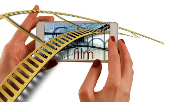 Film enters the screen of the iPhone