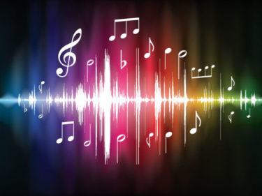 ASMRとは?読み方や意味は?咀嚼音や耳元囁きが人気!