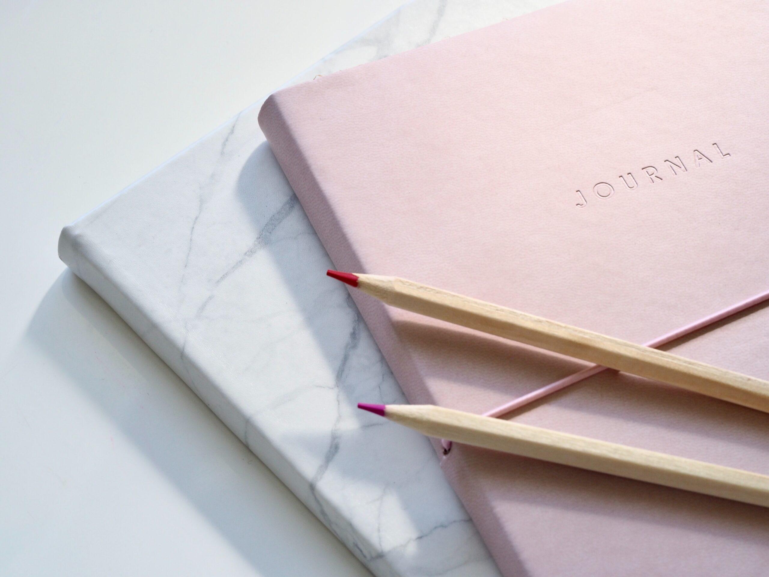紙ファイルと鉛筆