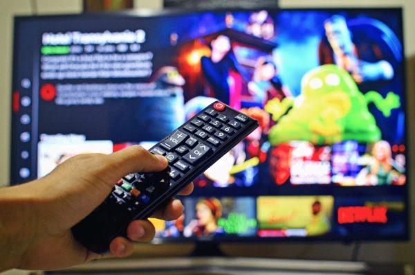 テレビのチャンネルを変える
